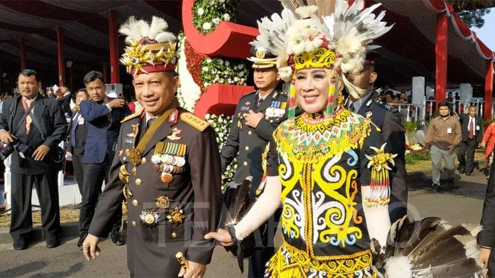 Pakaian Adat Kalimantan Barat King Bibinge