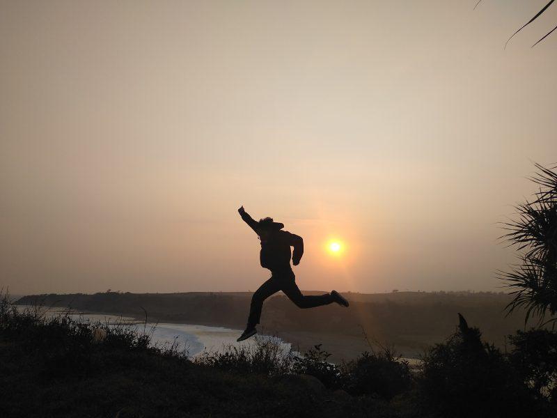 Keindahan sunset di Puncak Guha