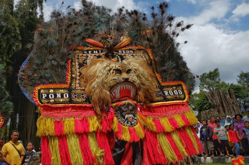 Meng-Klaim Milik Indonesia di klaim Negara Malaysia