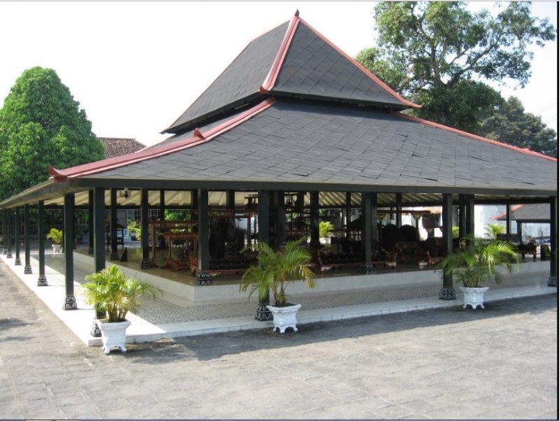 Rumah Adat Panggang Pe