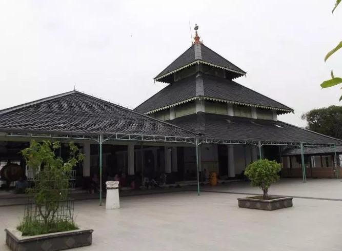 Rumah Adat Tajug