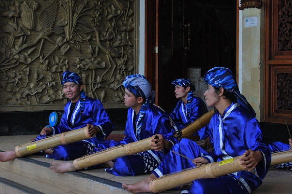 pantun bambu alat musik banten