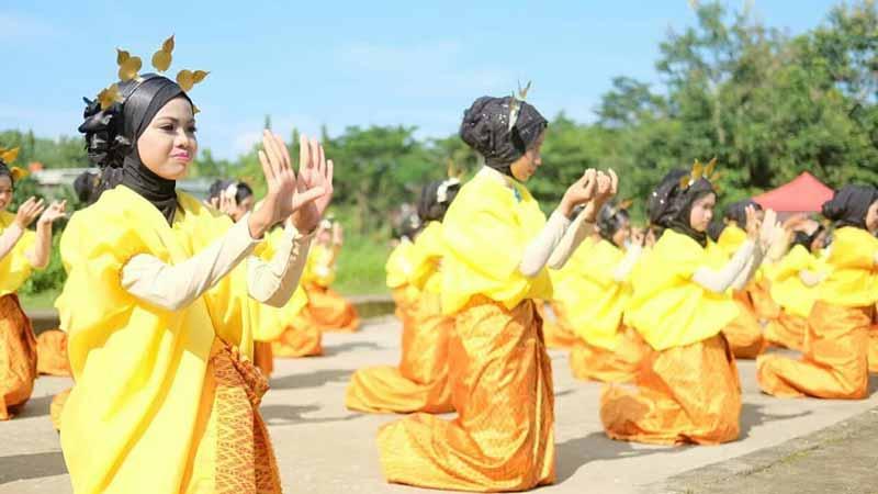 Kesenian Tradisional - Kebudayaan Sulawesi Selatan