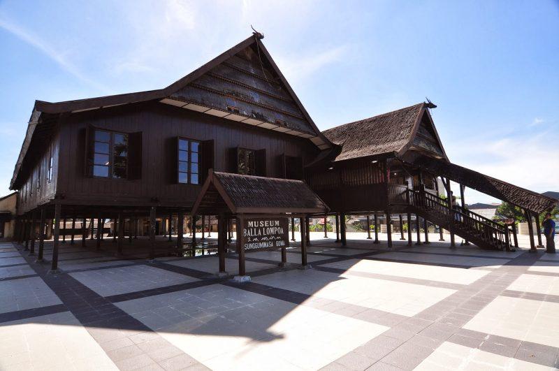 Rumah Adat Suku Makasar