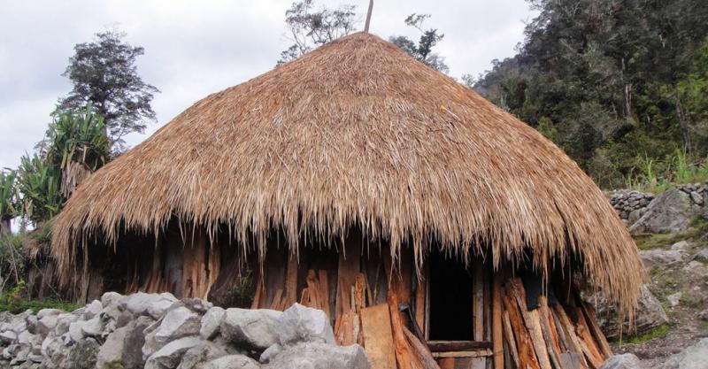 Rumah adat Sao Ria Tenda Bewa Moni