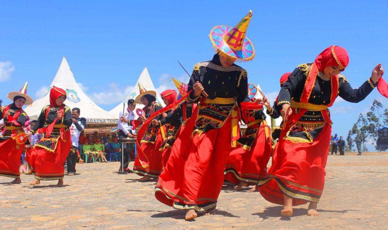 Tarian Adat Daerah Sulawesi Tenggara
