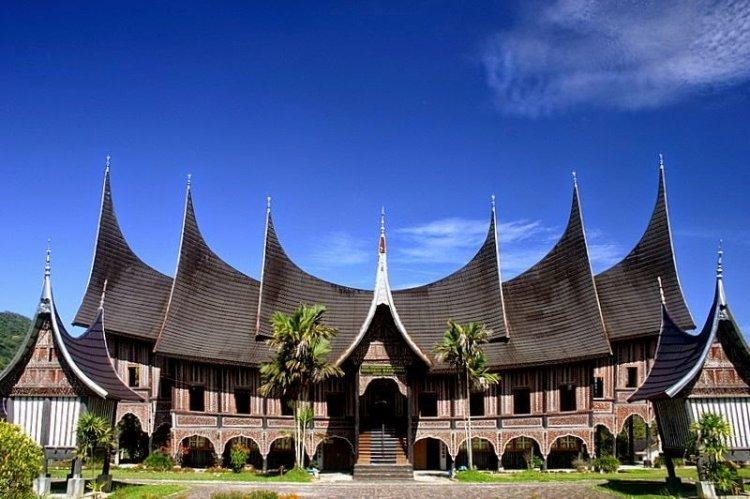rumah adat gadang kebudayaan sumatera barat
