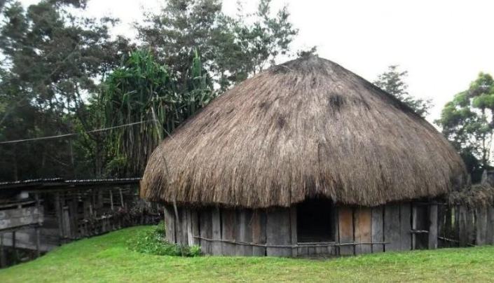 Rumah Adat Ebai